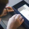 Billede af person der arbejder med matematiske grafer på BrailleNote Touch Plus